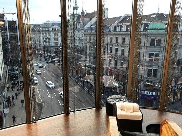 Aussicht von der Schminkbar Modissa Zürich (Image by Hey Pretty)