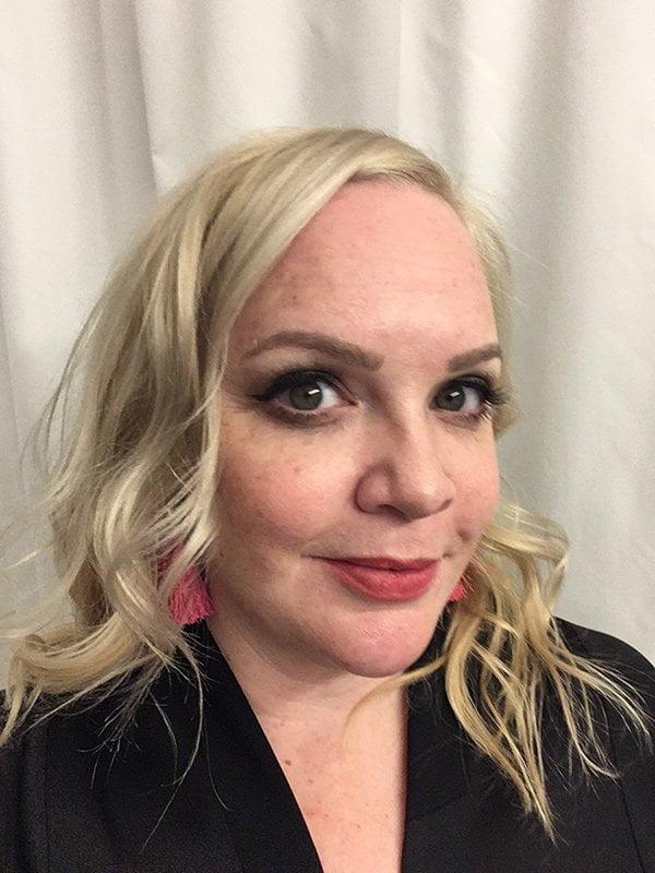 Show Me Your Badezimmerschränkli: Steffi Hidber (die neue Serie auf Hey Pretty Beauty Blog): Lieblingsprodukte und Morgenroutine von echten Frauen