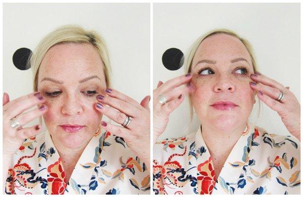 Aufweckende Augenmassage mit bepure: Step 5 – Überschüssiges Serum sanft einklöpfeln (Tutorial auf Hey Pretty)