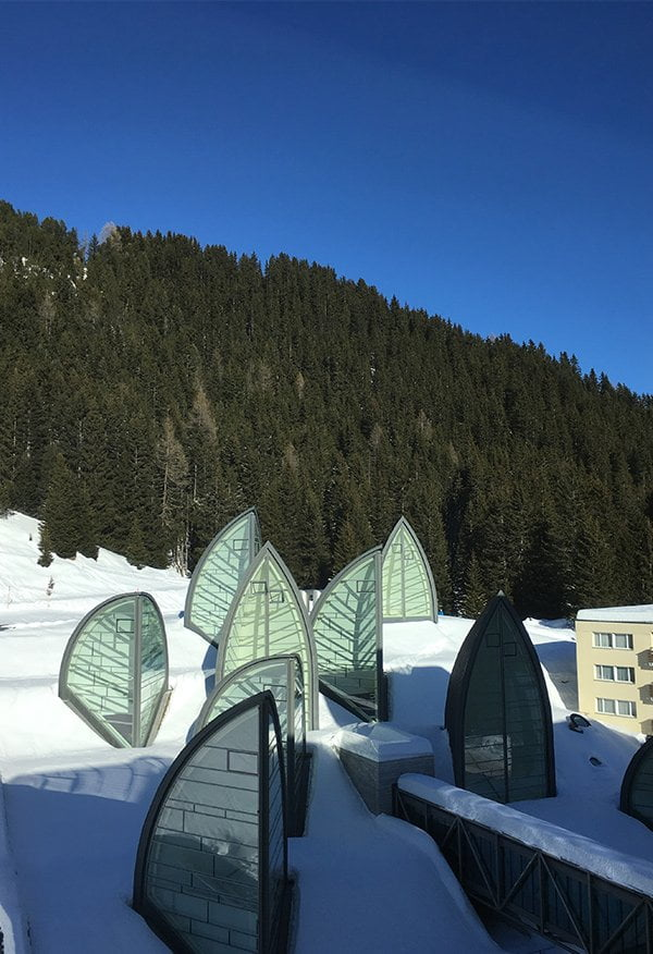 Spa Review Tschuggen Grand Hotel: Mario Botta Fenster der Bergoase (Review auf Hey Pretty Beauty Blog)