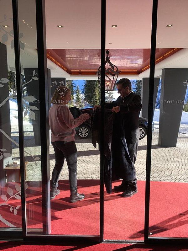 Tschuggen Grand Hotel Review auf Hey Pretty: Morgensonne über Arosa (Erfahrungsbericht auf Hey Pretty)