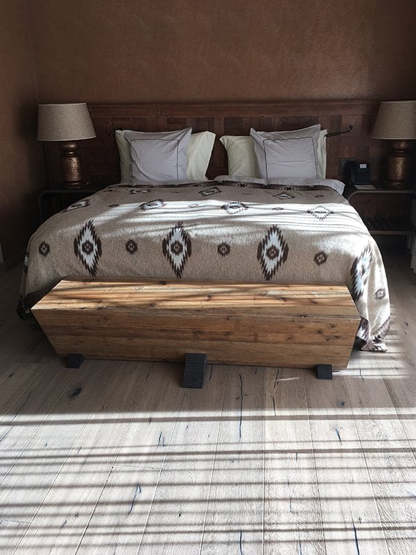 Valsana Hotel Arosa: Bett in der Corner Junior Suite (Image by Hey Pretty)