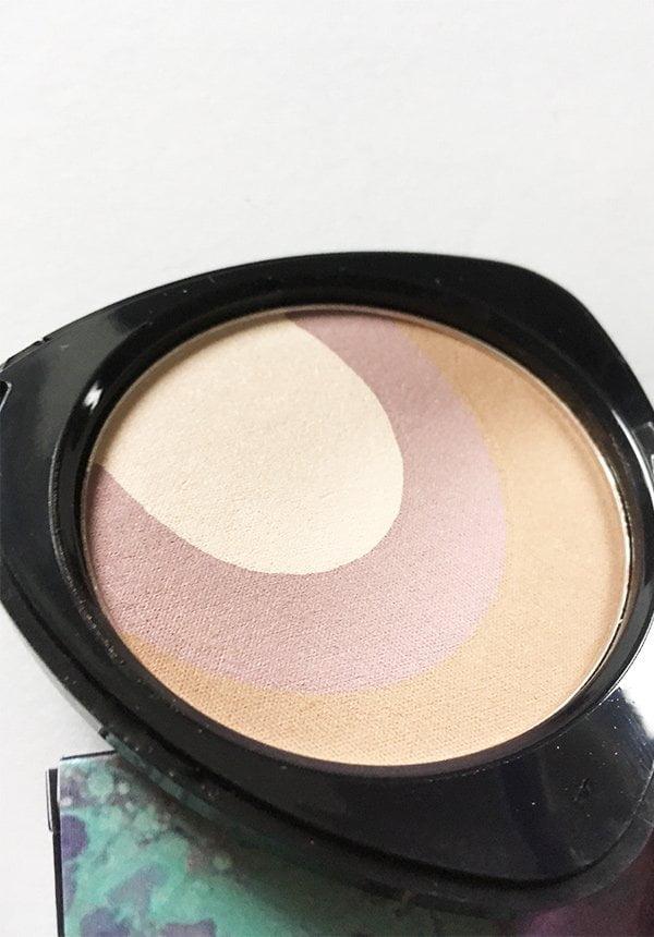 Closeup Teint Powder, Dr. Hauschka Spring Look 2018: Purple Light – Review und Bilder by Hey Pretty