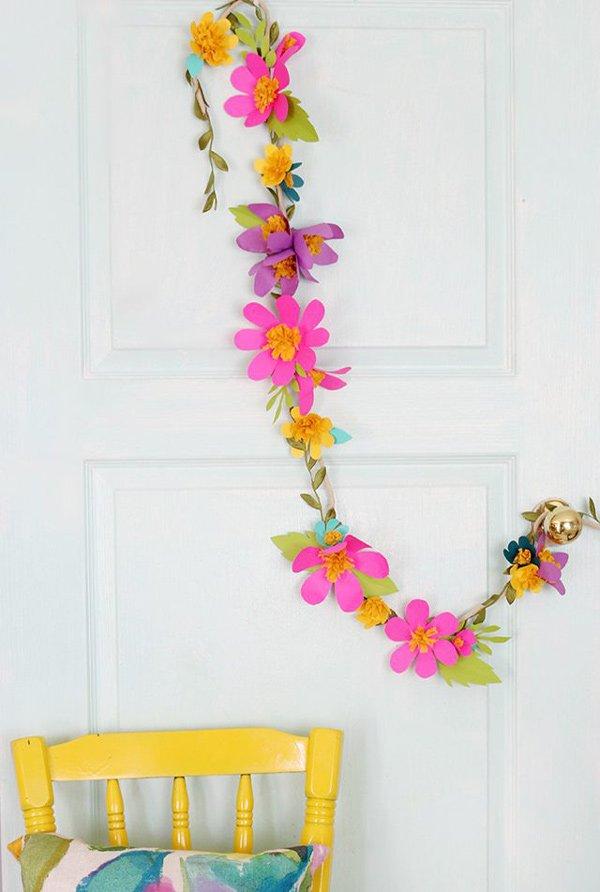 Bastelprojekte für den Frühling: Papierblumen Girlande auf eHow (Image Credit: Lucy Akins)