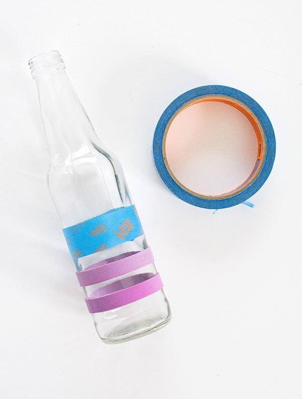 Die schönsten Frühlings-Deko-Projekte zum DIYen auf Pinterest: Bemalte Flaschenvasen von Homey Oh My, How To
