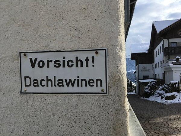 Kurort Oberstaufen in Allgäu: Achtung, Dachlawine! – Image by Hey Pretty Beauty Blog