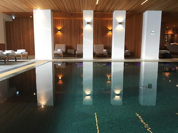 Indoor Pool der Allgäu Sonne (5 Sterne Wellness Hotel), Erfahrungsbericht auf Hey Pretty