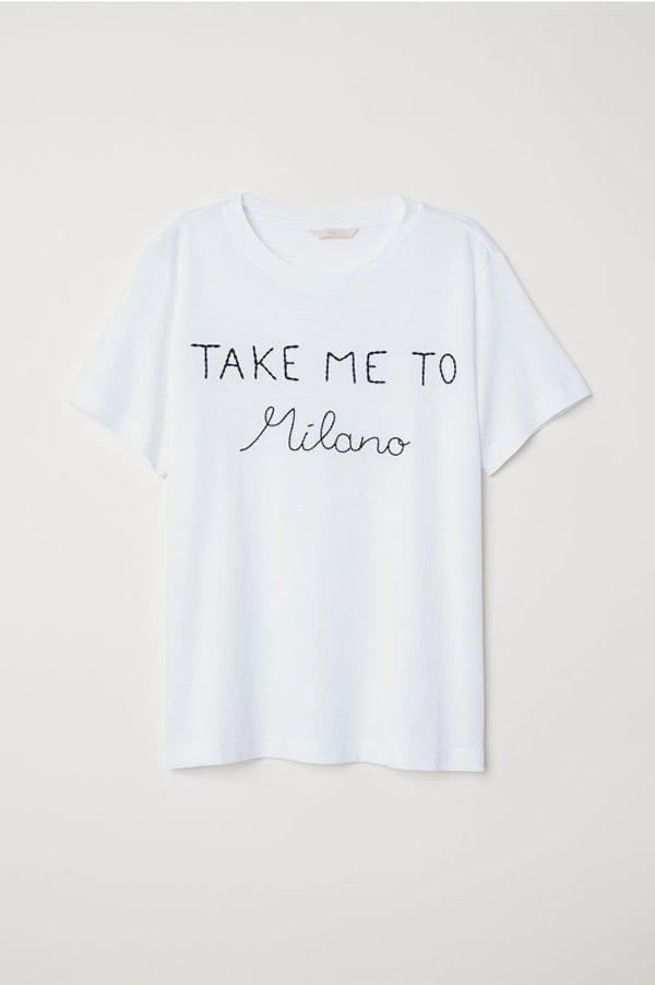 10 Mode-Basics, die immer passen: Besticktes Statement-T-Shirt von H&M (Hey Pretty)