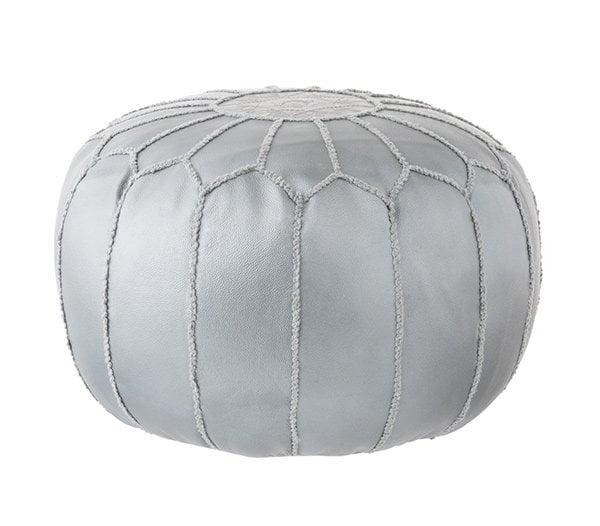 Pouf Mila aus silbernem Leder von Mandulay at Westwing Now (schöne Sessel und Hocker auf Hey Pretty)