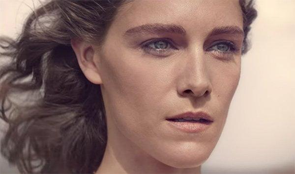 Chloé Nomade Werbefilm mit Ariane Labed (Screen Shot YouTube), Duft-Review auf Hey Pretty