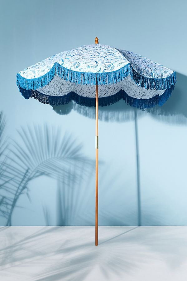 Celeyan Outdoor Umbrella von Anthropologie (Coole Garten-Accessoires auf Hey Pretty Beauty Blog)