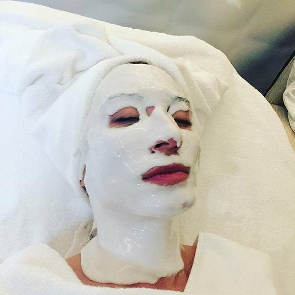 Show Me Your Badezimmerschränkli mit Tamara Cantieni (Die Hey Pretty Hautpflege-Serie), auch Treatments liegen drin!