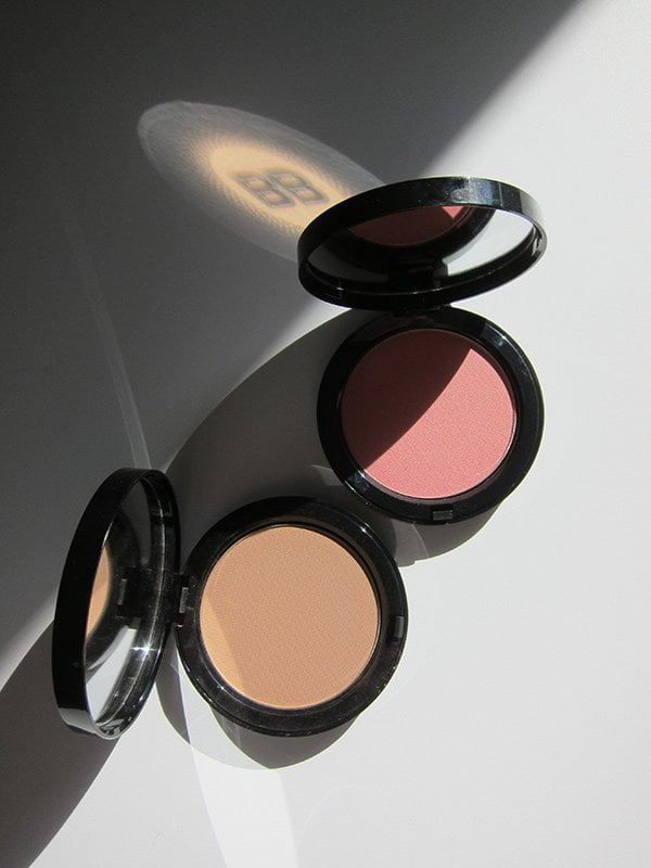 Bobbi Brown Bronzing Powder in Golden Light und Illuminating Bronzing Powder in Santa Barbara (Hey Pretty Beauty Blog)