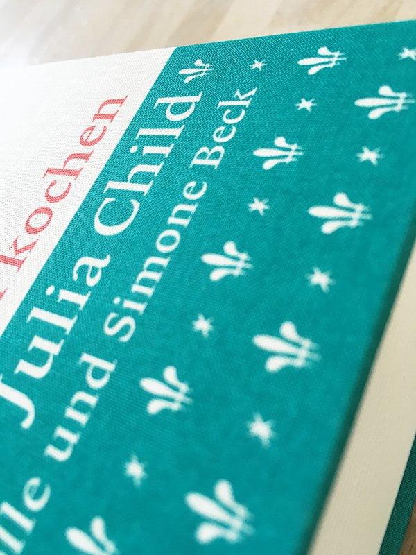 Julia Child: Französisch kochen (Echtzeit Verlag 2018), Detailbild Einband – Kochbuchreview auf Hey Pretty