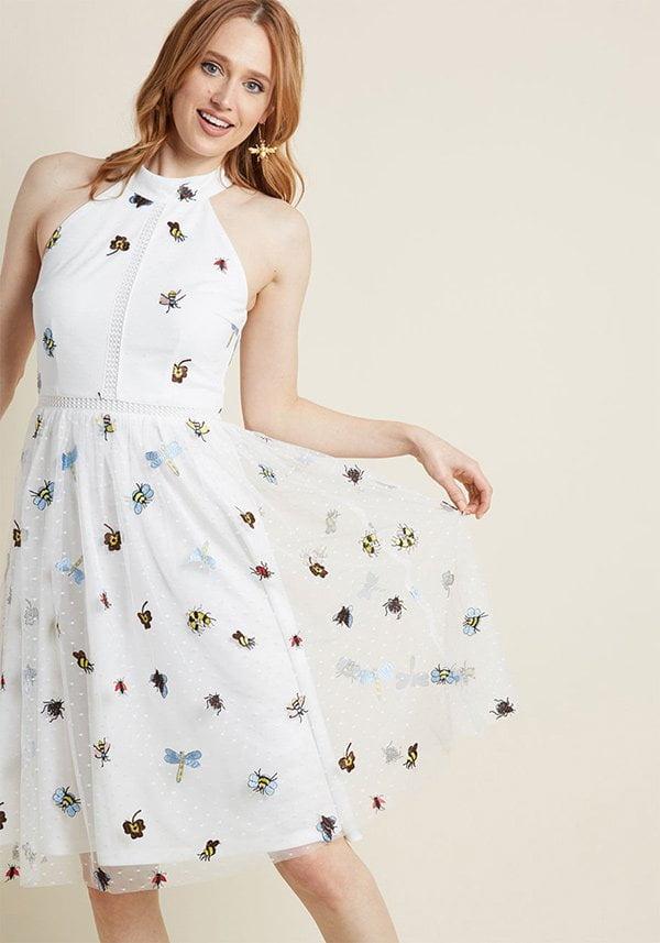 Defining Divine Midi Dress mit Insekten-Stickereien von Modcloth (Hey Pretty Fashion Flash: Romantische Sommerkleider 2018)