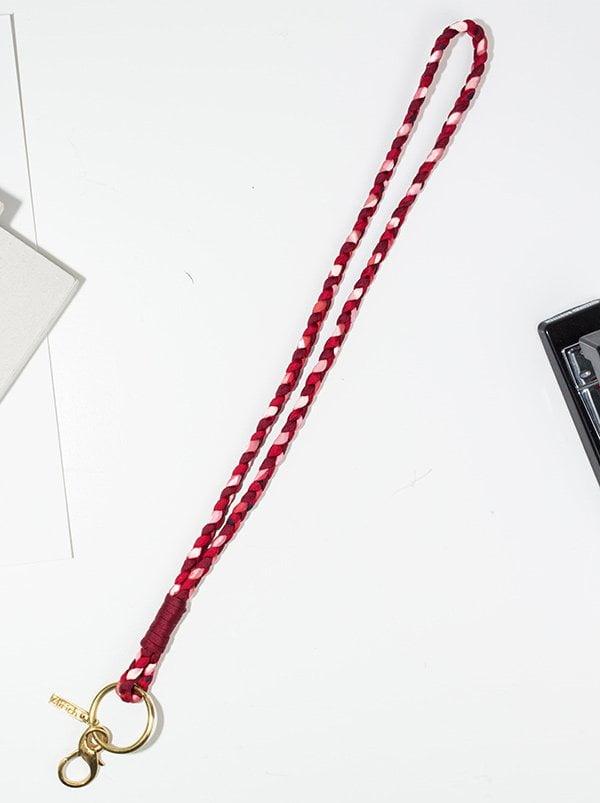 Geflochtener Schlüsselanhänger aus Seide von en soie Zürich (Muttertags-Geschenkideen auf Hey Pretty)