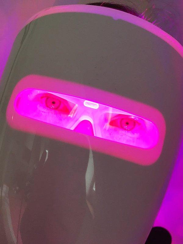 Neutrogena Visibly Clear Anti-Akne Lichttherapie Maske: Funktioniert sie wirklich? Erfahrungsbericht auf Hey Pretty