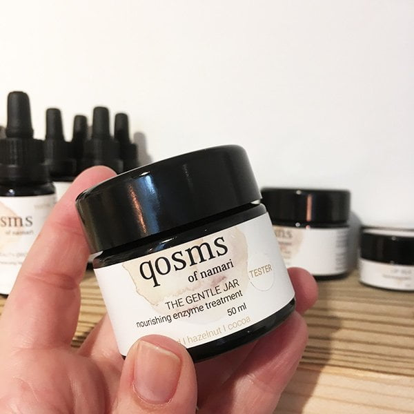 qosms of namari The Gentle Jar Enzype Treatment (Spa Review auf Hey Pretty)