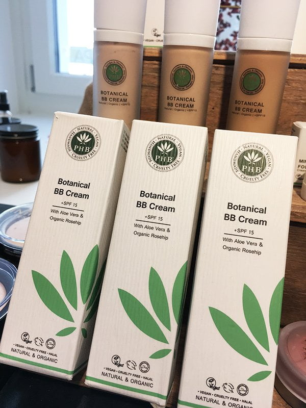 PHB Ethical Beauty Botanical BB Cream, erhältlich bei qosms of namari in Zürich (Image: Hey Pretty)