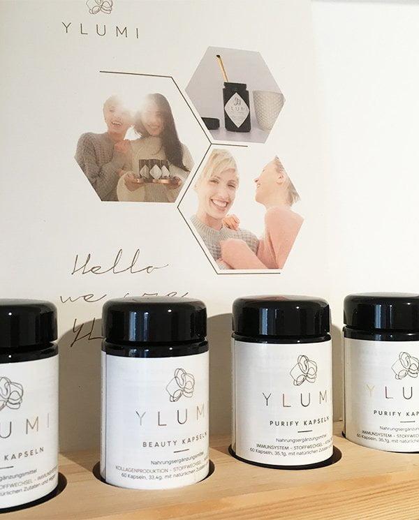 YLUMI vegane Nahrungsergänzugsmittel, erhältlich bei qosms of namari in Zürich (Image by Hey Pretty)