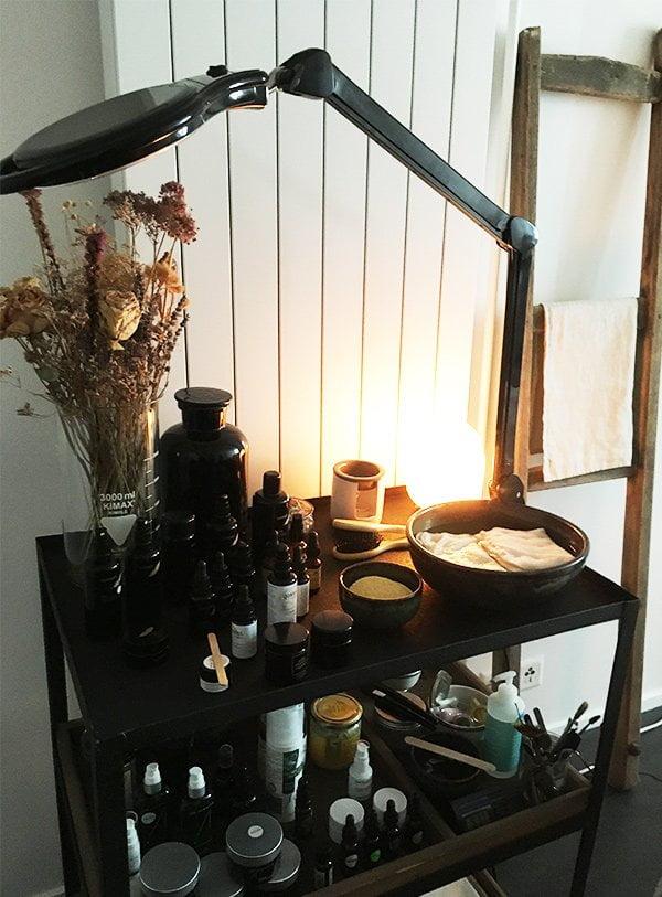 qosms Zurich: Naturkosmetik Spa und Shop (Treatment-Raum), Erfahrungsbericht auf Hey Pretty