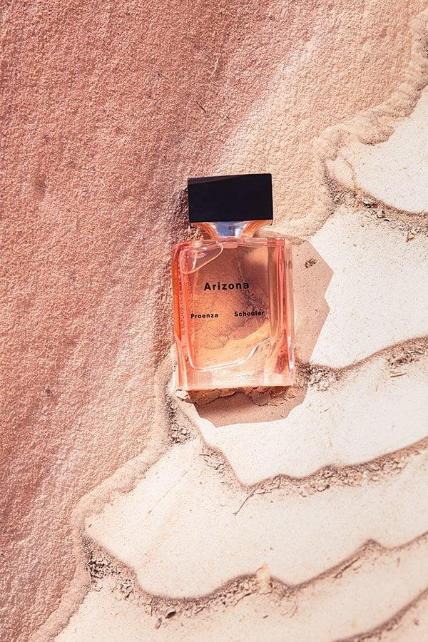 Proenza Schouler Arizona Eau de Parfum (PR Visual on Sandstone): Erfahrungsbericht auf Hey Pretty