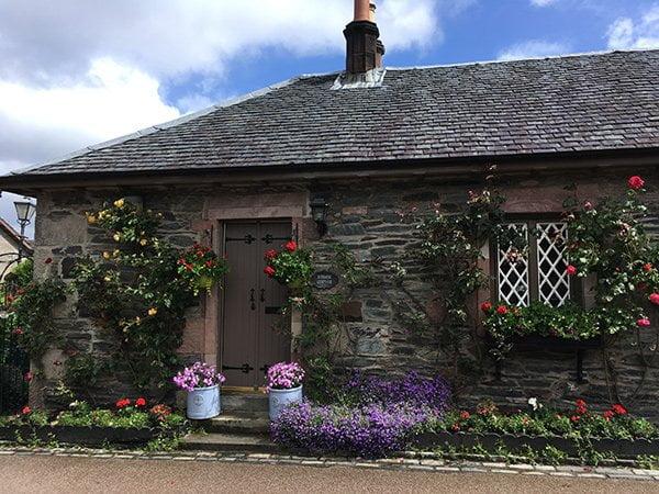 Ein hübsches Cottage in Luss am Loch Lomond (Hey Pretty Travels), Edinburgh-Tagesausflug