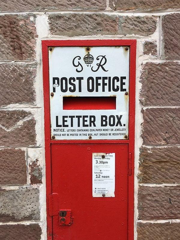 Post Box in Luss am Loch Lomond (Hey Pretty)