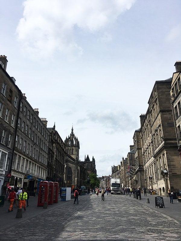 Edinburgh mit Freundinnen: Royal Mile (Old Town), Image by Hey Pretty