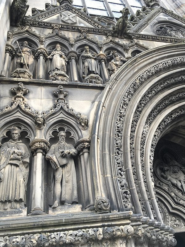Edinburgh, St. Giles Cathedral Detailbild (Travel with Hey Pretty)
