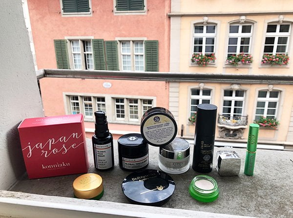 Anna Mandozzi (Baumgartner) von Biomazing: Show Me Your Badezimmerschränkli auf Hey Pretty Beauty Blog