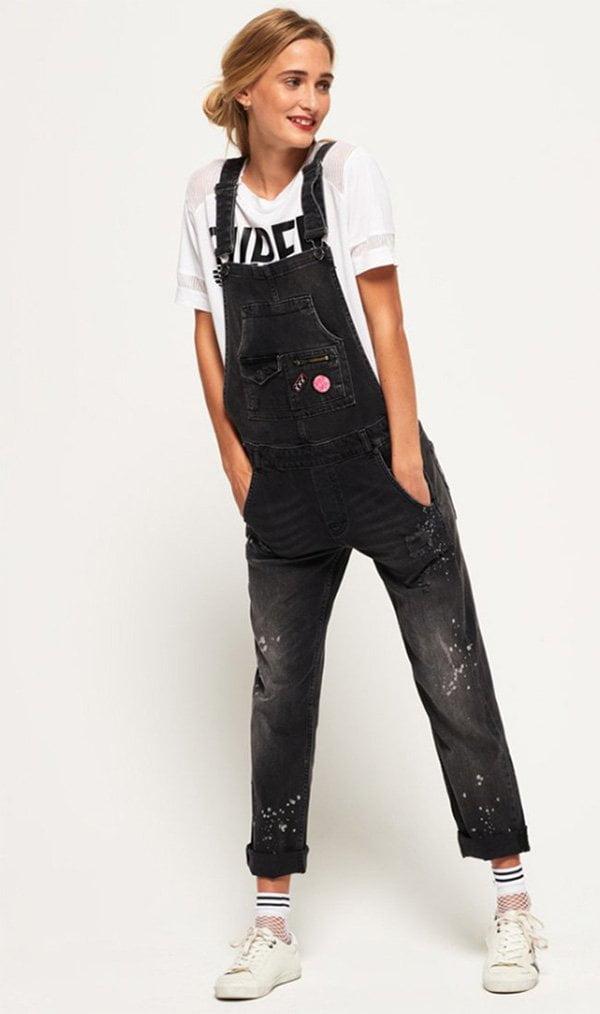 Superdry Denim-Latzhose in Noir Graffitti (Hey Pretty Fashion Flash), Image Copyright: Zalando