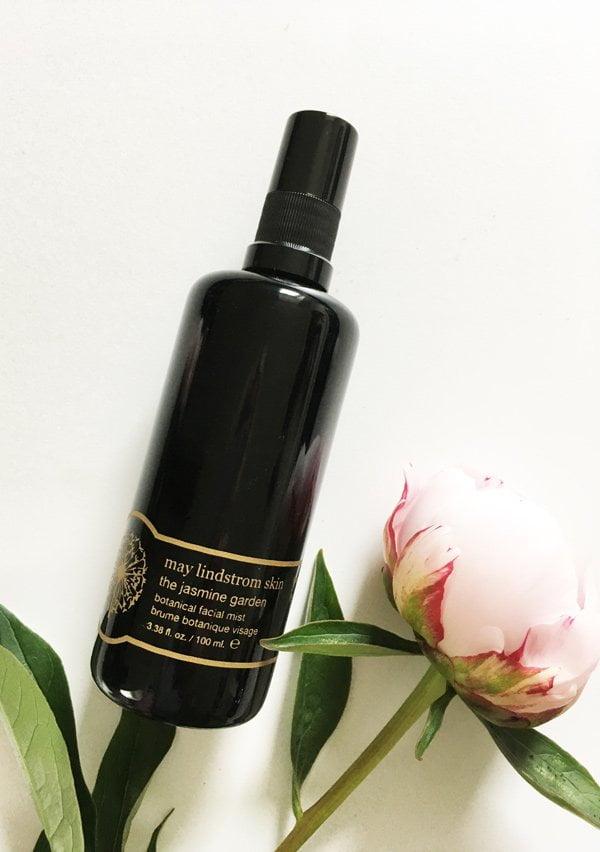 Luxus-Naturkosmetik, die sich lohnt: May Lindstrom Jasmine Garden Botanical Facial Mist (Erfahrungsbericht auf Hey Pretty Beauty Blog)