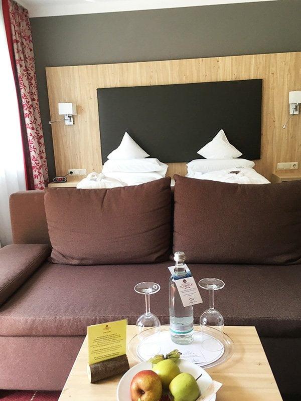 Spa Review im Vitalhotel Sonneck Bad Wörishofen: Hotelzimmer-Detail (Hey Pretty)