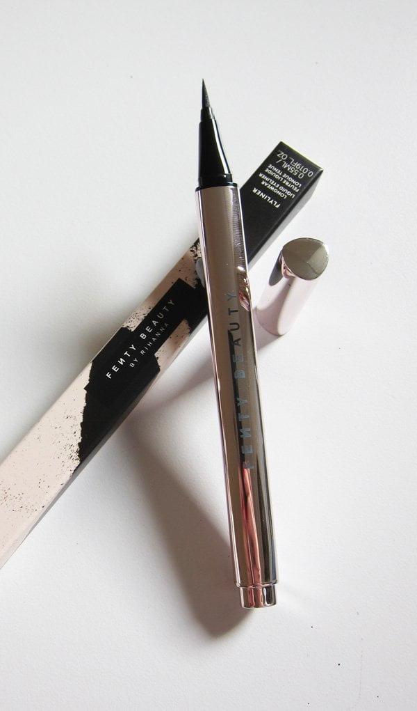 Fenty Beauty Flyliner Longwear Liquid Eyeliner (Launch bei Sephora Switzerland), Image by Hey Pretty