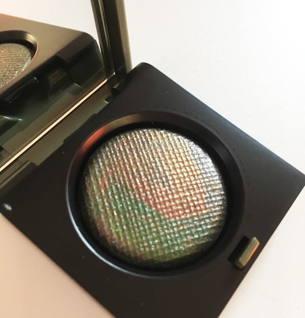 Bobbi Brown Camo Luxe (Fall 2018) Collection: Luxe Eye Shadow Multichrome in Jungle – Image by Hey Pretty Beauty Blog