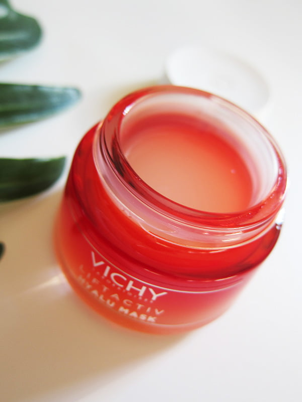 Closeup Textur Vichy Liftactiv Hyalu Mask – Review and Image by Hey Pretty Beauty Blog 2018