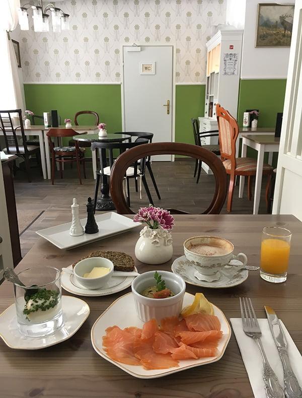 Glutenfreies Frühstück in Wien: Traumhaft bei Café Grüner Salon (Hey Pretty)