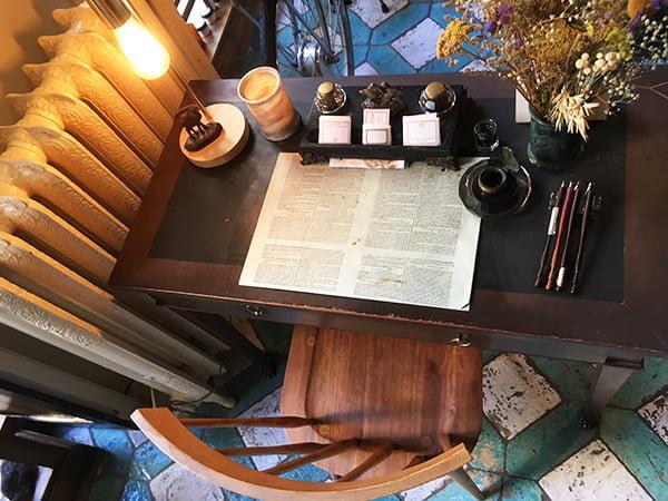 Kalligrafie für jedes Produkt bei L'Officine Universelle Buly in Paris