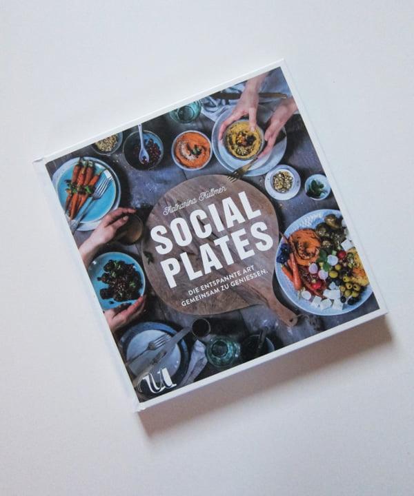 Kochbuch-Liebe auf Hey Pretty: Katharina Küllmer «Social Plates»(Umschau Verlag 2018), Buchbesprechung – Cover