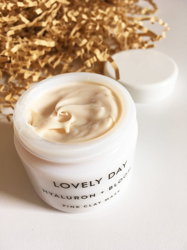 Lovely Day Hyaluron + Bloom Pink Clay Mask, geöffnet (Image and Review by Hey Pretty) – Organic Beauty Brand aus Berlin