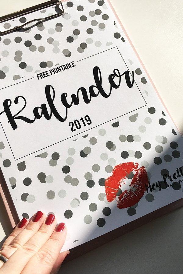 Free Printable Wandkalender 2019 von Hey Pretty im Confetti-Design: Zum gratis herunterladen und selber ausdrucken!