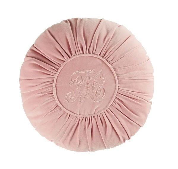 Rundes Kissen aus Rosa Samt mit «M»-Stickerei