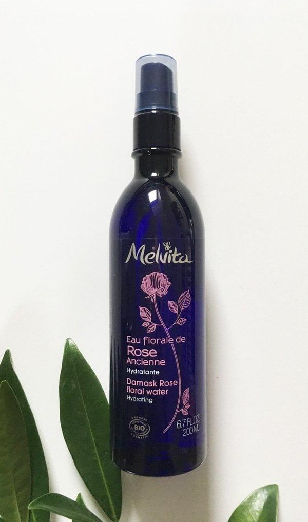 Melvita Damazenerrosenblütenwasser Spray – Erfahrungsbericht auf Hey Pretty Beauty Blog (Naturkosmetik-Toner, die sich lohnen)
