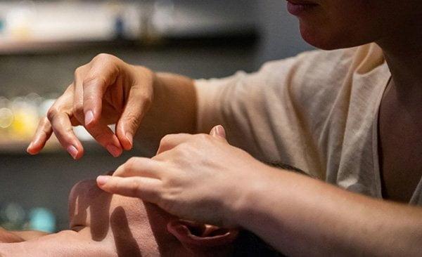Gesichtsbehandlung bei Mon Salon Vert @ Süskind Zürich (PR Image)