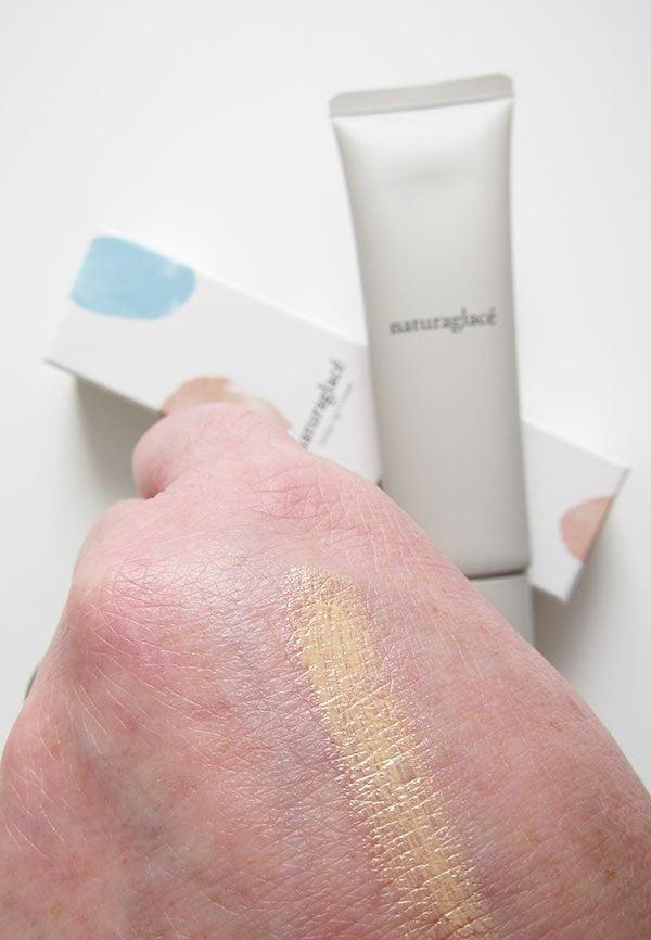 Naturkosmetik aus Japan, neu in der Schweiz erhältlich: Naturaglacé Make-Up Cream, Farbton 01 Champagner Beige swatched (Hey Pretty Erfahrungsbericht)