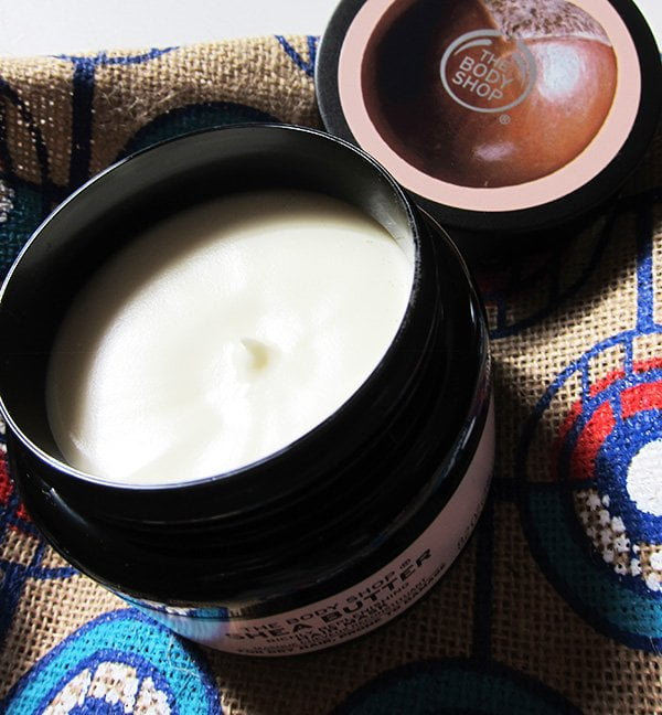 Closeup The Body Shop Shea Butter Hair Mask – Erfahrungsbericht auf Hey Pretty Beauty Blog