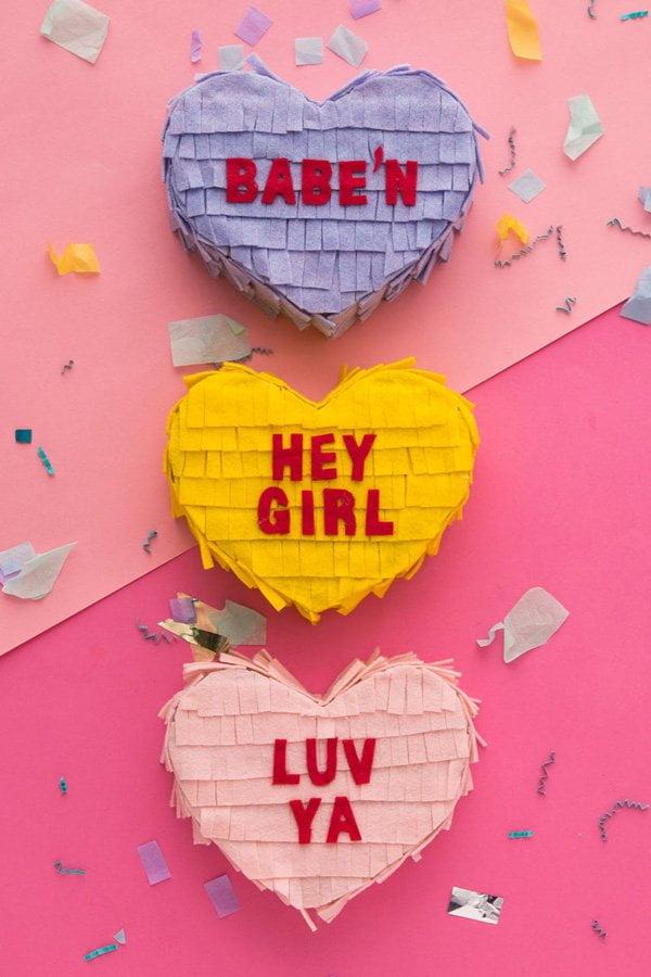 10 herzige DIY-Projekte zum Valentinstag auf Hey Pretty: Convo Heart Pinata Container von Brit+Co