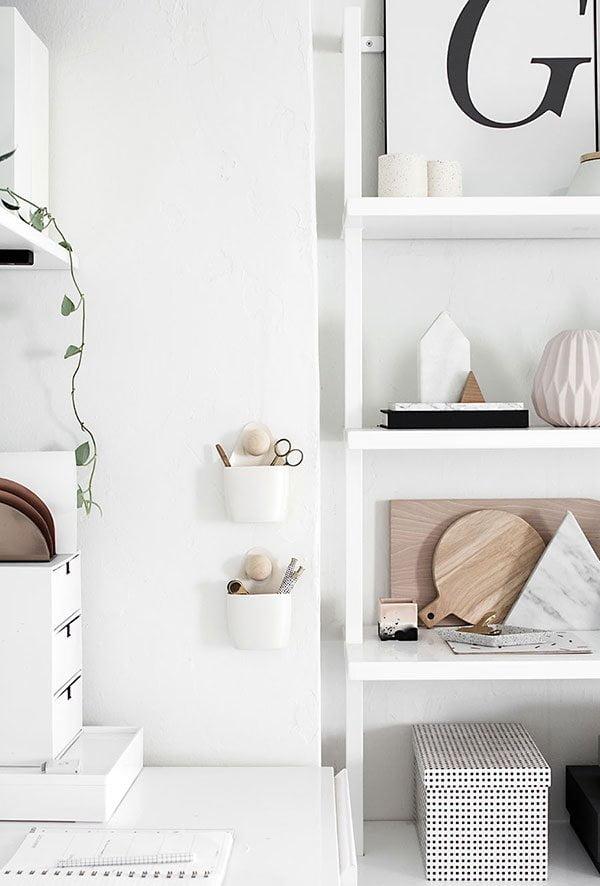 DIY Hanging Wall Organizers auf Homey oh My (Hey Pretty Nordic Style on a Budget – Coole Tipps zum Einrichten)