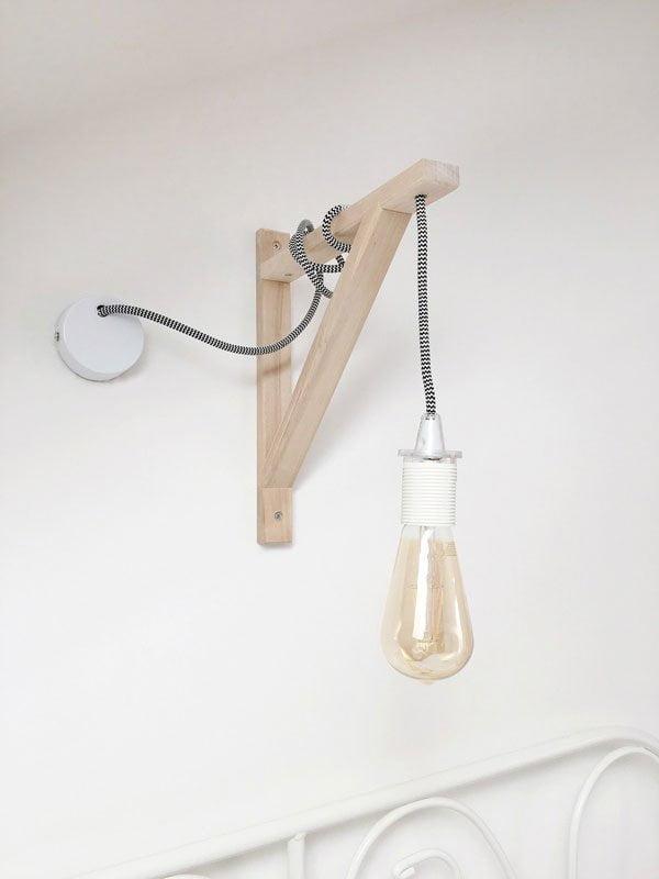 DIY Wall Lamp with hanging Lightbulb von That Scandinavian Feeling Blog (Hey Pretty Deko Flash)